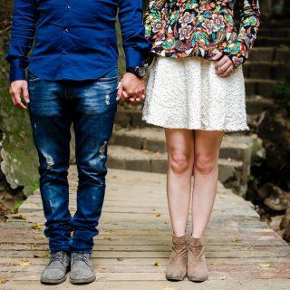 Image décorative - Deux personnes se tenant la main